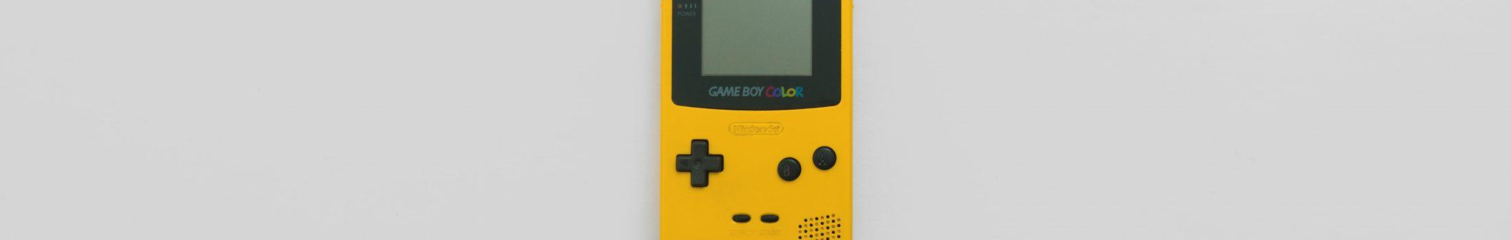 Gameboy auf grauem Hintergrund